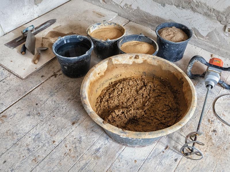 Lehmbau-Egger-Arbeiten-mit-oekologischen-Baustoffen-Lehm-Kalk-Zellulose